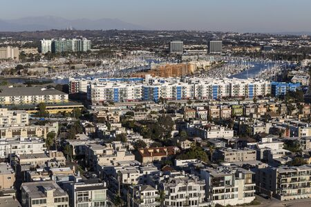 Los Angeles ocean view homes in the Venice and Marina Del Rey neighborhoods in Southern California. 스톡 콘텐츠