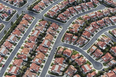 Aerial view of typical suburban cul-de-sac street in the San Fernando Valley region of Los Angeles, California. 스톡 콘텐츠