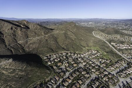 Aerial view of hills and homes in suburban Newbury Park near Los Angeles, California. 스톡 콘텐츠