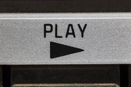 Makro Nahaufnahme Foto der Play-Taste auf Vintage Boombox Stereo.