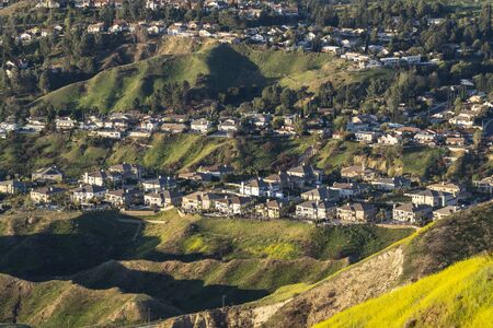 Rows of hilltop mountain view of homes in the San Fernando Valley area of north Los Angeles, California.   스톡 콘텐츠