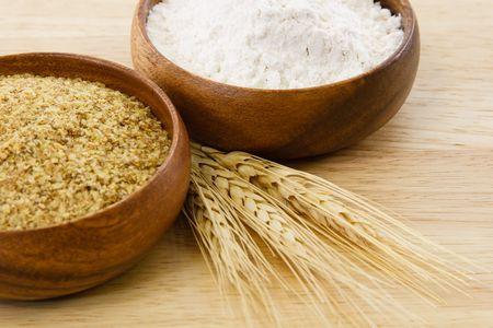 harina: Alimentos transformados a base de trigo ilustrar sabrosos ingredientes y alergenos de alimentos.  Imagen incluye espacio de copia. Foto de archivo