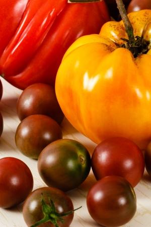 Primo piano vista di pomodori cimelio rosso e giallo Archivio Fotografico - 15065565