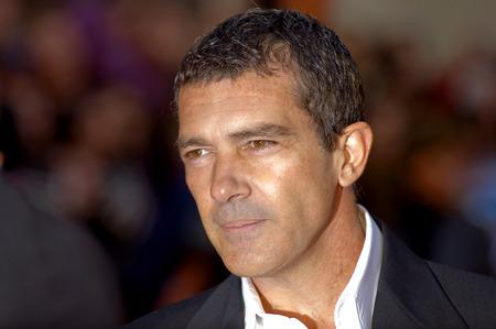 말라가, 스페인 - 3 월 15 일 : 안토니오 반데라스는 말라가, 스페인 2009년 3월 15일에 세르반테스 극장에서 제 12 회 말라가 영화제 기간 동안 그래픽을 누 에디토리얼
