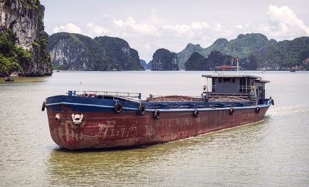 long bay: Picturesque sea landscape. Ha Long Bay, Vietnam
