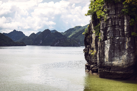 long bay: Picturesque sea landscape. Ha Long Bay, Vietnam