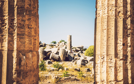templo griego: Ancient Greek temple in Selinunte, Sicily, Italy. Detail view. Foto de archivo