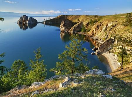 Cape Burhan en Shaman Rock Olkhon eiland op baikal lake, Rusland