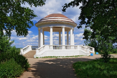 the rotunda: The Rotunda in the Alexander garden of the town Kirov at the river Vyatka, Russia