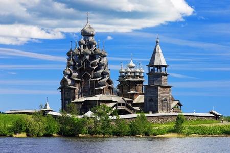Houten kerken op eiland Kizji op Onegameer, Rusland