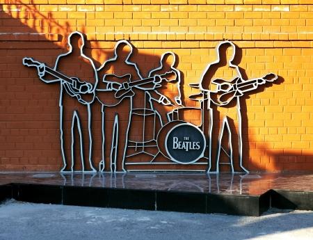 Denkmal für die Beatles in Jekaterinburg, Russland Standard-Bild - 9007130