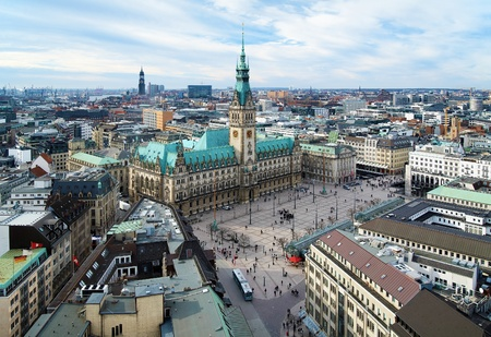 rathaus: Hamburg, view of City Hall and the city panorama, Germany