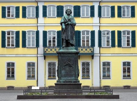 De Beethoven Monument op de Münsterplatz in Bonn, Duitsland Stockfoto - 13988610