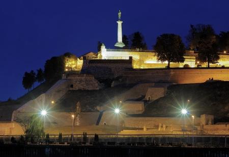 Evening Blick auf die Festung Kalemegdan und Statue des Victor Pobednik in Belgrad, Serbien