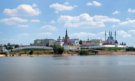 Uitzicht op de Kazan Kremlin van de Kazanka rivier, Republic of Tatarstan, Rusland