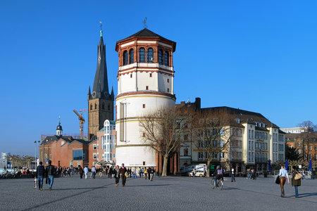extant: Schlossturm la torre existente del castillo de D�sseldorf y de la Bas�lica de San Lamberto en Dusseldorf, Alemania