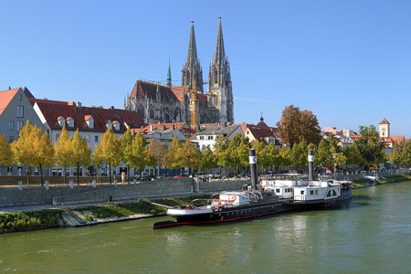 regensburg: Regensburg Cathedral and old steamship at the shore of Danube river in Regensburg, Germany Stock Photo