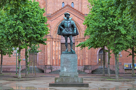 orange nassau: Statue of William I, Prince of Orange, in front of the main Protestant church of Wiesbaden, Germany Editorial