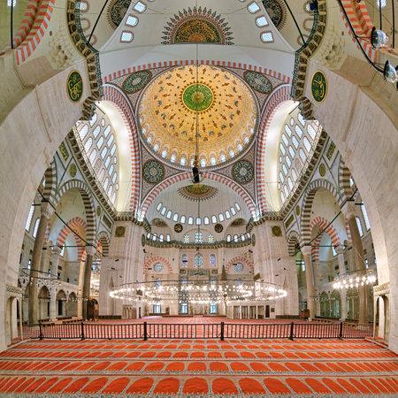 suleymaniye: Interior of Suleymaniye Mosque in Istanbul Turkey