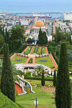 bab: Upper terraces of Bahai Gardens with Shrine of the Bab on Mount Carmel in Haifa Israel Stock Photo