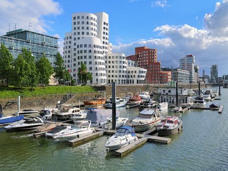 Media Haven in Düsseldorf met buldings van Neuer Zollhof Duitsland Stockfoto - 41802401