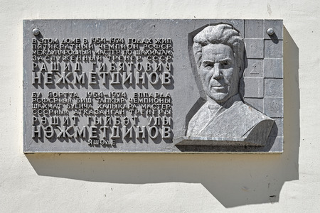 memorial plaque: Memorial plaque to commemorate the eminent Soviet chess player Rashid Nezhmetdinov on the house in which he lived, Kazan, Republic of Tatarstan, Russia