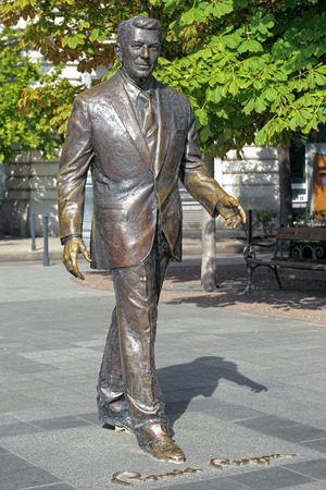 ronald reagan: Statue of the former U.S. President Ronald Reagan on the Freedom square of Budapest, Hungary. The statue by Hungarian sculptor Istvan Mate was unveiled on Jun 29, 2011.