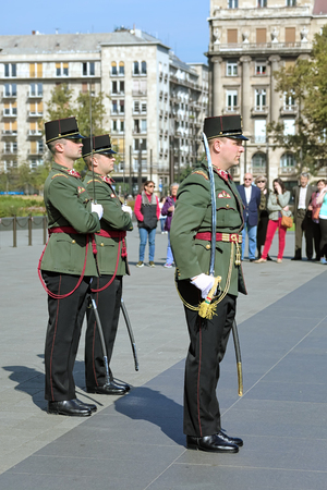 ceremonial clothing: BUDAPEST, HUNGARY - OCTOBER 3, 2015: The Parliament Guards during the Ceremony of changing performed at the entrance to the Hungarian Parliament Building. Editorial