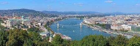 Panorama van Boedapest, mening van Gellert-Heuvel, Hongarije Stockfoto - 48785484