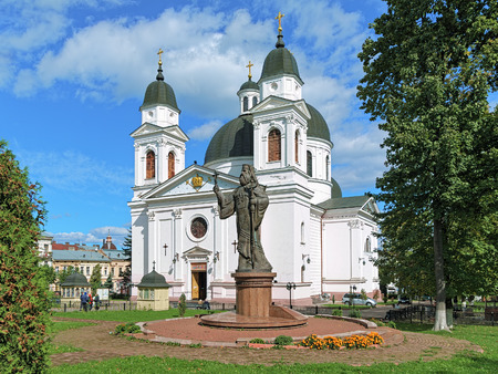 chernivtsi: CHERNIVTSI, UKRAINE - SEPTEMBER 27, 2010: Monument of Metropolitan Eugene Hakman, first Orthodox bishop of Bukovina and Dalmatia. It was was unveiled on March 12, 2006 near the Holy Spirit Cathedral Stock Photo