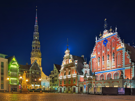 guild hall: RIGA, LATVIA - OCTOBER 11, 2011: Evening view of Town Hall Square with House of Blackheads, Roland Statue and St. Peters Church. The Blackheads is a guild of unmarried merchants from the 14th century