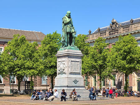 plein: THE HAGUE, NETHERLANDS - MAY 21, 2015: Statue of William the Silent on Het Plein square. The statue by the Flemish sculptor Louis Royer was unveiled on June 5, 1848. Editorial
