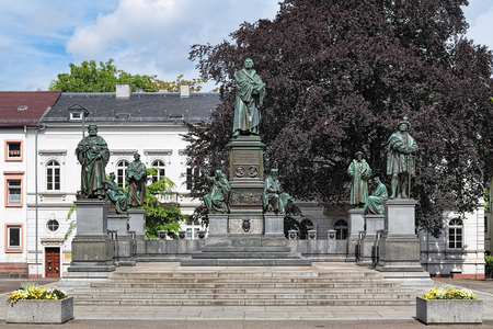 largest tree: Martin Luther Monument in Worms, Germany. The monument was unveiled in 1868. The german text on the pedestal reads: Here I stand, I cannot do otherwise. God help me! Amen! Stock Photo