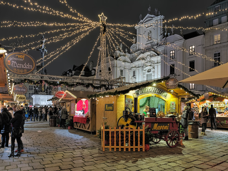 VIENNA, AUSTRIA - DECEMBER 8, 2016: Am Hof Christmas market in evening. Am Hof, one of the oldest squares in Vienna, accomodates this market focusing on handcrafted goods and contemporary artwork. 스톡 콘텐츠