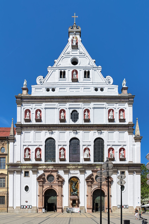 was: MUNICH, GERMANY - MAY 28, 2017: Facade of St. Michaels Church (Michaelskirche). The church was built by William V, Duke of Bavaria in 1583-1597. It is the largest Renaissance church north of the Alps Editorial