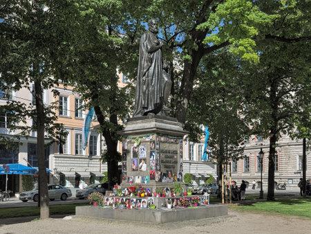 ミュンヘン, ドイツの.Promenadeplatz 広場に Orlande ・ デ ・ ラッスス像の土台でマイケル ・ ジャクソン記念。1997 年にマイケルが泊まったホテル バイエ