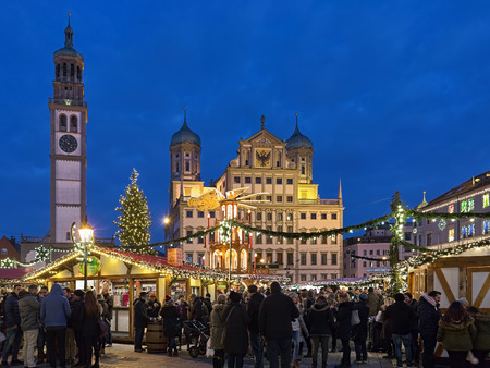 AUGSBURG, GERMANY - DECEMBER 16, 2017: Augsburger Christkindlesmarkt, the Christmas market at Rathausplatz (Town Hall Square) in front of Town Hall and Perlachturm Tower in twilight. Redakční