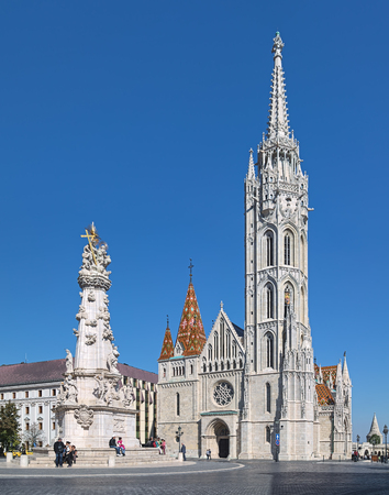 BUDAPEST, HUNGARY - OCTOBER 2, 2015: Matthias Church and Holy Trinity Column in Budas Castle District. Church was built in the second half of the 14th century and restored in the late 19th century. Редакционное
