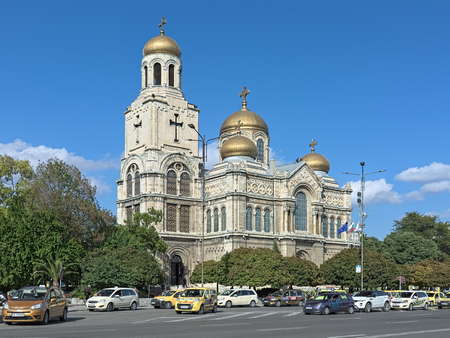 VARNA, BULGARIA - OCTOBER 3, 2017: Cathedral of the Dormition of Mother of God. It was started in 1880 according to design of architect Vasily Maas, and finished in 1886 by plans of architect P. Kupka Redactioneel