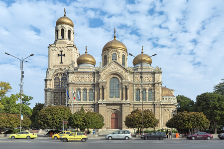 VARNA, BULGARIA - OCTOBER 6, 2017: Cathedral of the Dormition of Mother of God. It was started in 1880 according to design of architect Vasily Maas, and finished in 1886 by plans of architect P. Kupka Redactioneel