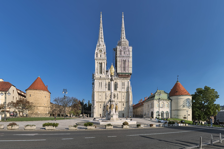 Zagreb, Croatia. Cathedral and Kaptol square with fountain of Blessed Virgin Mary in sunny clear day. Redactioneel