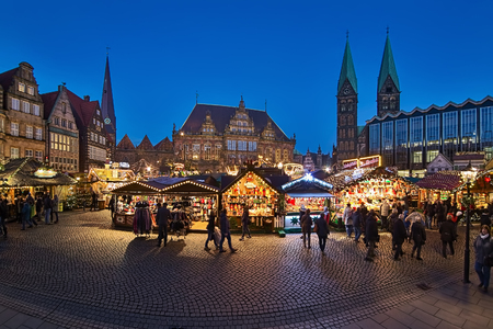 BREMEN, GERMANY - DECEMBER 4, 2018: Panoramic view of Christmas Market at Market Square in dusk. The square is surrounded by Church of Our Lady, Town Hall, Bremen Cathedral and Parliament of Bremen. Sajtókép
