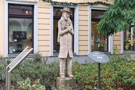BERLIN, GERMANY - DECEMBER 3, 2018: Monument to illustrator, painter and photographer Heinrich Zille in Nikolaiviertel neighborhood. The monument by Thorsten Stegmann was unveiled on January 10, 2008. Sajtókép