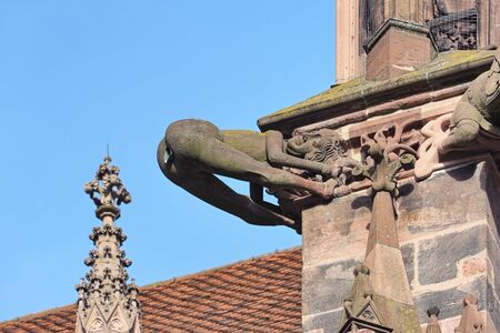 Freiburg im Breisgau, Germany. Mooning gargoyle of Freiburg Minster. The gargoyle was created by medieval stonemasons during the construction of the cathedral in the 13th century. Banque d'images