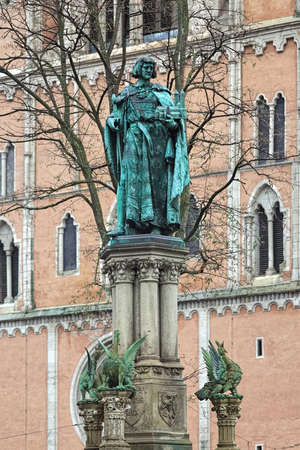 Statue of Henry the Lion on the top of Henry the Lion Fountain in Braunschweig, Germany. The statue was created in 1873. The fountain was unveiled in 1874. Standard-Bild