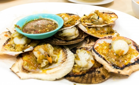 coquille: Dish of Grilled Scallops with Garlic Butter and Mozzarella Cheese2