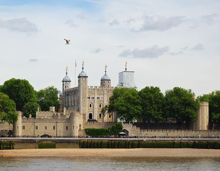A view of the Tower of London from the South of the Thames photo