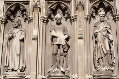 canterbury: Trois statues dans la Cath�drale de Canterbury