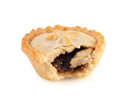 tarta de manzana: Pastel de picadillo de Navidad con una mordida marcar sobre un fondo blanco