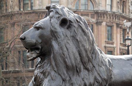 metal sculpture: Scultura metallica di un leone a Trafalgar Square, Londra